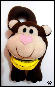Macaco maçaneta de porta em feltro.  Feito em outros motivos e cores.  OBS: o valor do frete não esta incluso R$ 20,00