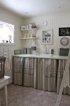 Solo necesitas una pared y unas cortinas - Nordic Treats