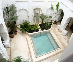 Exterior Design, Interior And Exterior, Moroccan Decor Living Room, Riad Marrakech, Courtyard Pool, Small Pool Design, Porch Plans, Mini Pool, Stucco Walls