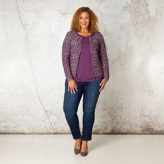 Dit casual vest is ideaal voor een frisse najaarsdag. Het fijne breisel voelt zacht aan op de huid en de rits middenvoor geeft u de keuze het item ope... Bekijk op http://www.grotematenwebshop.nl/product/vest-van-x-two-voor-vrouwen-met-grote-maten-29/