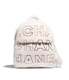 Discover the latest collection of CHANEL Handbags. Explore the full range of Fashion Handbags and find your favorite pieces on the CHANEL website. Chanel Handbags, Fashion Handbags, Fashion Bags, Fashion Accessories, Mochila Chanel, My Bags, Purses And Bags, Bordeaux, Moda Chanel