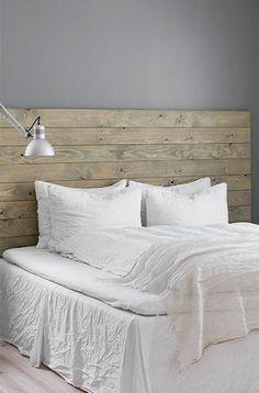 drewniane wezgłowie łóżka z desek z palety - Lovingit.pl