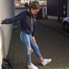 41 Cute Sporty Outfits for School You Must Try – Daily Fashion Teen Fashion Outfits, Mode Outfits, Look Fashion, Fall Outfits, Trendy Fashion, Fashion Ideas, 90s Fashion, Teen Winter Outfits, Winter Fashion