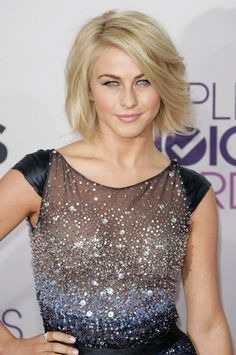 julianne-hough-people-s-choice-awards-2013-02.jpg 664×1,000 pixels