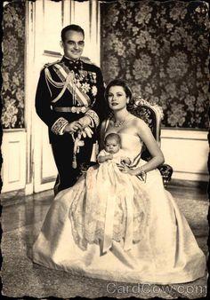 onemoreblogaboutroyals:  Prince Rainier, Princess Grace, and Princess Caroline