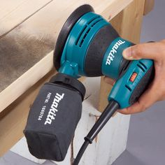 Makita Random Orbit Sander Kit >>> Discover more by going to the photo web link. (This is an affiliate link). Best Woodworking Tools, Woodworking Workbench, Woodworking Projects, Hand Held Sander, Best Random Orbital Sander, Wooden Workshops, Makita Tools, Tool Bench, Cleaning Wood