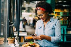 For years, Facebook has been the go-to for consumers looking to do almost anything online, and its popularity doesn't appear to be changing anytime soon. With 2.74 billion active users, reaching 59% of the world's population, Facebook is here to stay, and restaurants need to continue to take advantage of Facebook as a marketing channel Best Food Photography, Photography Guide, Photography Business, Passion Photography, Advertising Photography, Commercial Photography, Food Blog Names, Aesthetic Training, Mouth Watering Food