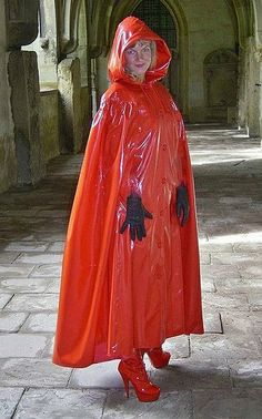 Happy with her long red pvc cape Girls Raincoat, Red Raincoat, Vinyl Raincoat, Imper Pvc, Rain Bonnet, Capes & Ponchos, Simply Fashion, Cape Coat, Future Fashion