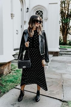 Styling Cutout Booties // Somewhere Lately, - Urban street style - damenmode Mode Outfits, Fall Outfits, Casual Outfits, Fashion Outfits, Fashion Tips, Black Outfits, Fashion Websites, Outfit Winter, Winter Midi Dress
