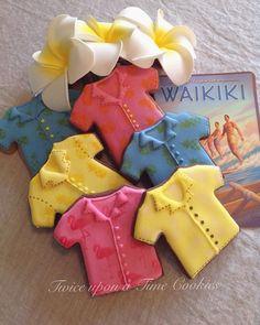 Waikiki and Hawaiian shirts. Just  like peas and carrots . #hawaii #vintagehawaiianshirt #waikiki #twiceuponatimecookies #oahu #vintagehawaii #icedcookies #pineapples #icedbiscuits #surfer #vintagestyle #cookies #decoratedcookies #decoradas #bolachasdecoradas #aloha #kailuabeach #surfshop #melbourne #torque #bellsbeach by twice_upona_time_cookies http://ift.tt/1KnoFsa