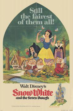 Snow White and the Seven Dwarfs Movie Poster Vintage Disney Posters, Retro Disney, Vintage Cartoons, Disney Movie Posters, Cartoon Posters, Cute Disney, Vintage Movies, Disney Pixar, Film Disney