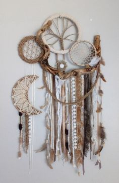Pin by Adriana Tovar on Dream catchers Dream Catchers, Dream Catcher Craft, Crafts To Do, Arts And Crafts, Diy Crafts, Boho Diy, Bohemian Decor, Hoop Dreams, Nature Crafts