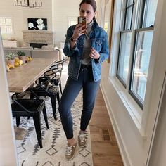 casual outfit with denim jacket and joggers Birkenstock Outfit, How To Wear Sneakers, Loafers Outfit, Casual Outfits, Cute Outfits, Piece Of Clothing, Cable Knit Sweaters, Sweater Jacket, Mom Jeans