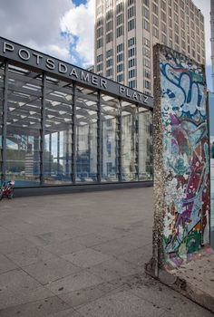Potsdamer Platz - From an empty wasteland to a popular shopping and nightlife district: Potsdamer Platz in the heart of the city Potsdamer Platz, Before I Die, Train Rides, Berlin Germany, Nightlife, Beautiful Landscapes, Empty, Places To Go, Dream Trips