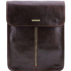 Eksklusive dunkelbraune Leder Hemdentasche.Die Tasche ist aus poliertem Kalbsleder gefertigt und hat ein Futter aus Baumwolle.Der Kleidersack hat eine sanfte Struktur.Der Kleidersack schließt mit magnetischen Druckknöpfen -