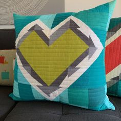 Gallery of inspiring patchwork projects that require minimal time. Perfect ideas for creating during Open Quilting and Sewing Studio. Seattle, Crumb Quilt, Foundation Piecing, Heart Pillow, Sewing Pillows, Quilted Pillow, Sewing Studio, How To Make Pillows, Quilt Tutorials