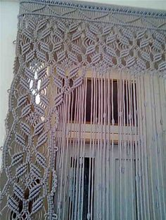 Makramé room divider or curtain Macrame Design, Macrame Art, Macrame Projects, Macrame Knots, Macrame Jewelry, Macrame Modern, Do It Yourself Baby, Macrame Curtain, Micro Macramé