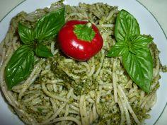 Gluten free spaghetti with hazelnut, basil and chilly pesto/Spaghetti di riso semintegrali senza glutine con pesto di nocciole, basilico e peperoncino piccante