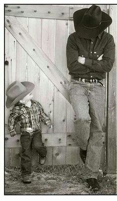 Father and son cowboy photo Daddy And Son, Father And Son, Cute Photos, Cute Pictures, Foto Cowgirl, Chapeau Cowboy, Cute Country Boys, Country Life, Cowboy Art
