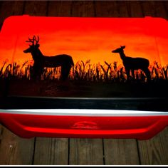 Gifts For Guys Who Hunt Canvases Ideas For 2019 Cooler Painting, Diy Painting, Hand Painted Coolers, Fun Crafts, Arts And Crafts, Coolest Cooler, Cooler Designs, Sorority Canvas, Creative Gift Wrapping
