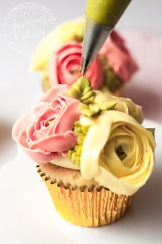 Ranunculus flower cupcake tutorial                                                                                                                                                      More