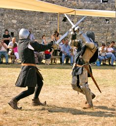 Unless you're completely blind, it's not really hard to see the battle the two men in the picture above are fighting. The armor, swords and fighting stances kind of give it way. Medieval World, Medieval Fantasy, Sword Poses, Knight Sword, Fighting Poses, Sword Fight, Early Middle Ages, Dynamic Poses, Renaissance Fair
