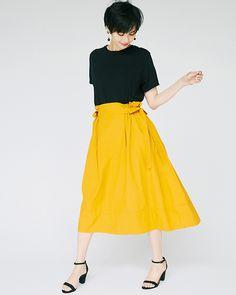【Tシャツコーデ 22選】通勤にもOK!「大人の着こなし」を一気見せ @BAILA Japan Fashion, Fashion Pants, Minimalist Fashion, Short Skirts, Midi Skirt, Street Style, Business, Midi Skirts, Urban Style