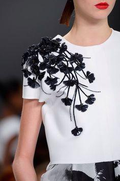 Carolina Herrera at the New York Fashion Week Spring 2015 -.- Carolina Herrera bei der New York Fashion Week Spring 2015 – Carolina Herrera at the New York Fashion Week Spring 2015 – the - Couture Details, Fashion Details, Fashion Design, Fashion Photo, Fashion Fashion, Photoshoot Fashion, School Fashion, Fashion Games, Fashion Weeks