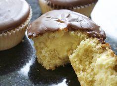 Oh LORD sier jeg bare! Her i gården har det vært full cravings på kaker! Kaker med vaniljekrem i ...