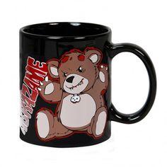 Un osito de peluche pidiendo un abrazo, ¿quién se puede negar? Cuidado porque este oso tiene otras intenciones a las de un tierno abrazo.