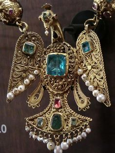 Moroccan bird pendant, gold, emeralds, pearls possibly other stones and enamel. the sign just has gold, stones, pearls and enamel listed. The museum Quai Brandly in Paris