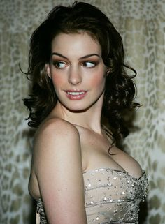 Anne Hathaway - Most Beautiful Girls Beautiful Celebrities, Gorgeous Women, Anne Jacqueline Hathaway, Anne Hattaway, Anne Hathaway Photos, Belle Photo, Hollywood Actresses, American Actress, Divas