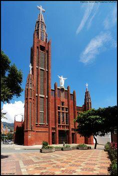 Sagrado Corazón de Jesús - Bucaramanga, Santander - Colombia. Ubicada en un sector con aires de Villa Europea. Sotomayor.