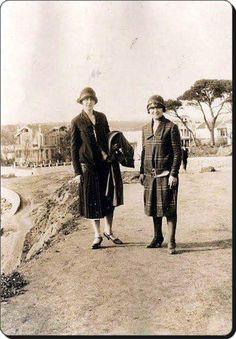 Moda'da gezintiye çıkmış iki kadın (1930'lar) #istanbul