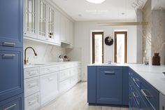 Projekt NAVY - granatowa, elegancka kuchnia w klasycznym stylu Kitchenaid, Home Fashion, Double Vanity, Kitchen Design, Interior Decorating, Kitchen Cabinets, House Styles, Dream Kitchens, Home Decor