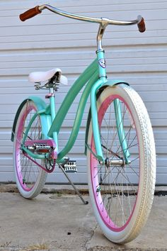 Omg, Ellen just gave away the most killer gifts to her audience. A VILLY CUSTOM! I am seriously addicted to beach cruisers. It's getting out of hand. I want more color combos! Haha! //Villy Customs Bikes: Party Chica