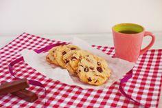 Tierna galleta de mantequilla con trocitos de chocolate y arándanos...¡para chuparse los dedos y repetir!