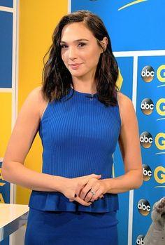 Gal Gadot Varsano is an Israeli actress and model. Five Months Pregnant, Gal Gardot, Gal Gadot Wonder Woman, Beauty Full Girl, Celebs, Celebrities, Beautiful Women, Lady Deadpool, Himym