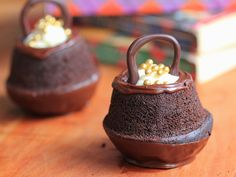 cauldron cakes...perfect for a harry potter theme ;)