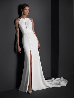 Elegant mermaid cut wedding dress made in crepe with a wonderful neckline on plumeti tulle back and an opening in the front with strass buttons, are the key protagonists of this simple lines pattern, which perfectly frames the feminine silhouette. Queen Wedding Dress, Fancy Wedding Dresses, Unique Dresses, Boho Wedding Dress, Wedding Gowns, Formal Dresses, White Evening Gowns, Outfit Essentials, Vestidos Vintage