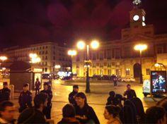 """Fecha: 17/5/11. Hora: 05.50. Tuit original: """"En sol ya solo quedan policías #acampadaSol #spanishrevolution""""."""