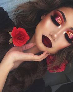 This wonderful, sensual make-up you should try at home! Highlights, dark red dull lips and a glittering red eye makeup make for a wonderful seductive look! make up up Gold Eye Makeup, Red Makeup, Dramatic Makeup, Cute Makeup, Glam Makeup, Gorgeous Makeup, Pretty Makeup, Skin Makeup, Makeup Inspo