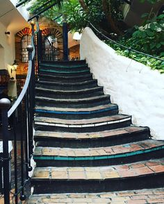 "46 Gostos, 5 Comentários - R.F. (@re.nata13) no Instagram: ""#stairstotheroof#architecture#viennaart#story#colorful#traveler#wienerart#wien#viennadaily#photography#hundertwasserhaus#instapic#instapost#instaweekend#instagramers#instaigers#instalike…"""