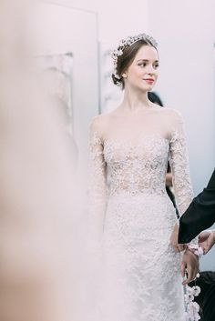 My heart literally skipped a beat at the sight of Reem Acra's glowing headpieces at her fall bridal presentation. It's such abreathtaking and fresh take on the floral crown, we'rescratching our crafty heads and wondering how we can recreate thisüber romantic do with battery operated mini led