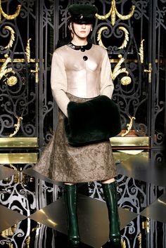 Louis Vuitton Fall 2011 Ready-to-Wear Fashion Show - Jessica Miller