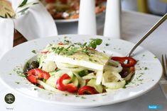 Η βασίλισσα των ελληνικών τυριών αναπαύεται πάνω στην φρεσκοκομμένη ντομάτα, το αγγουράκι, την πιπεριά και το κρεμμύδι και προικίζει με μοναδικό τρόπο την χωριάτικη σαλάτα!
