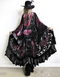 Mode : comment porter la tendance boho chic* 30 outfits get more Source by stylishmalls fashion idea Hippie Goth, Hippie Style, Estilo Hippie Chic, Gypsy Style, Boho Gypsy, Bohemian Mode, Bohemian Style, Boho Chic, Witch Fashion