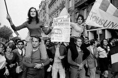 Art & esthétique - Mai 68 en slogans et en images - xulux. Mai 68, Impression Textile, Moda Hippie, Old Paris, French History, Magnum Photos, Women In History, Revolutionaries, Anos 60