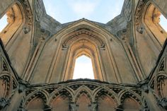 Glastonbury Abbey, Somerset, England © Rhallam | Dreamstime