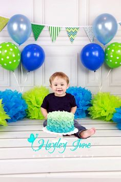 Happy first birthday little man W!!! We did a blue and green theme for this cake smash. Cake smash, first birthday pictures, green and blue birthday cake smash pictures.